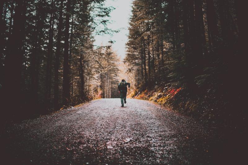 Czym się różni bieganie minimalistyczne od biegania naturalnego?