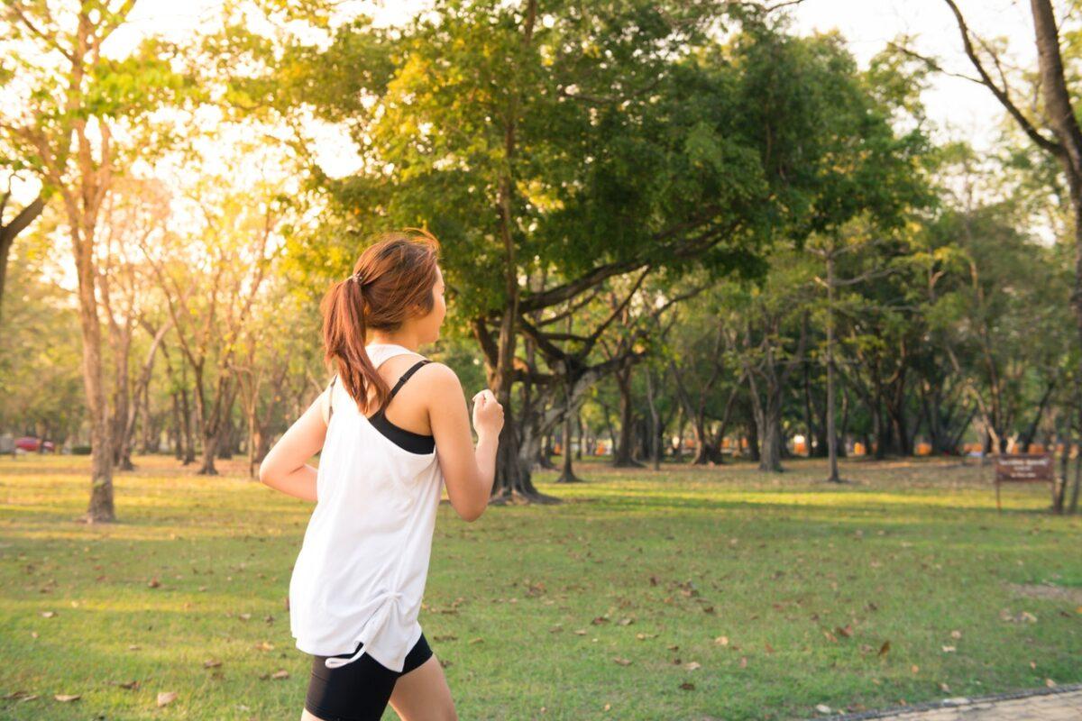 Bieganie a koronawirus. Zasady bezpiecznego biegania